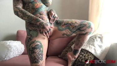 Tiger Lilly Nackt foto 15